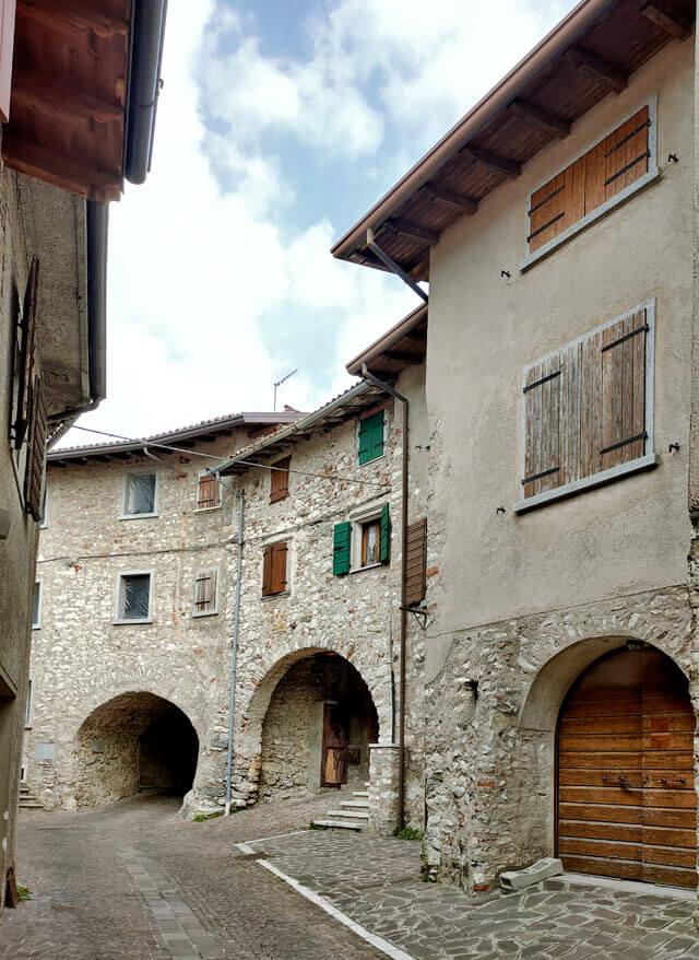 """Voltino è un borgo noto per i borgo è famoso per i """"volti"""", gli archi con volta"""