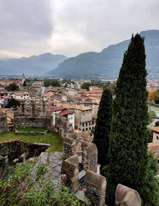 Il Castello di Rovereto domina dall'alto i tetti della città