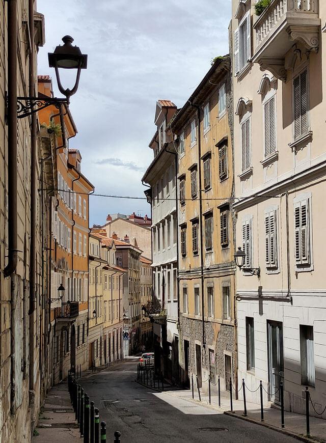 Via Felice Venezian è un angolo colorato di Trieste