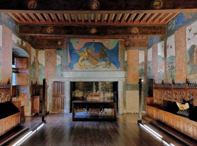 Nel tour dei castelli della Valle d'Aosta è da vedere il Castello di Issogne