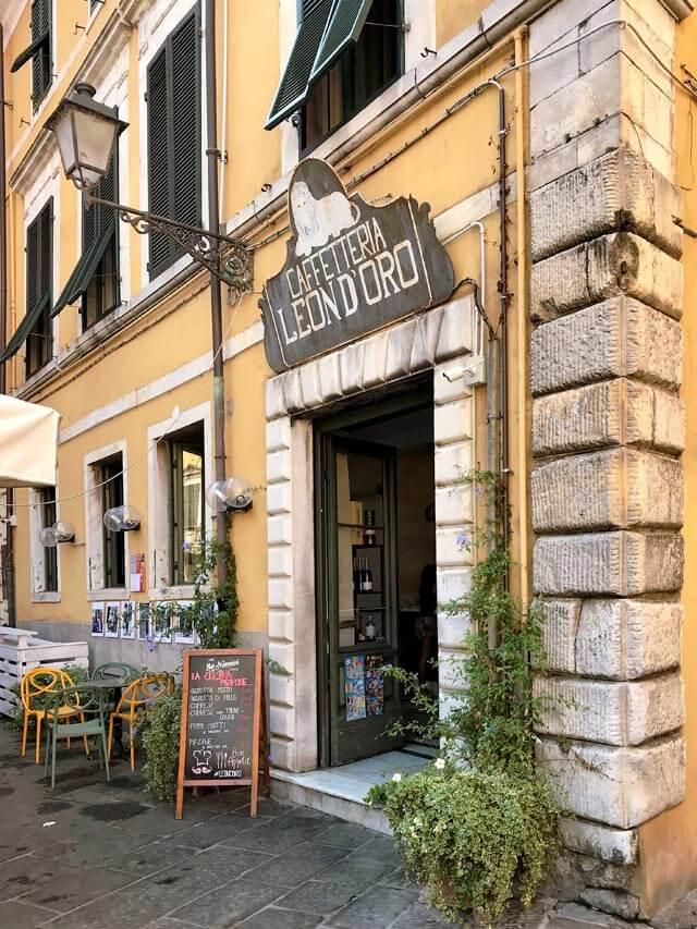 La Caffetteria Leon d'Oro è nel centro storico di Carrara