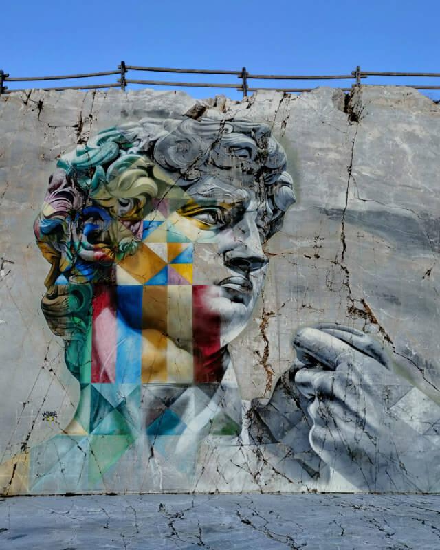Il murales del David di Michelangelo di Kobra è nelle cave di marmo di Carrara