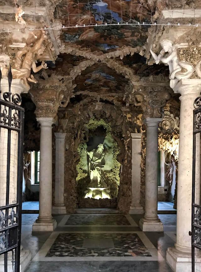 Il Palazzo Ducale di Massa ha un ninfeo con grottesche da vedere!