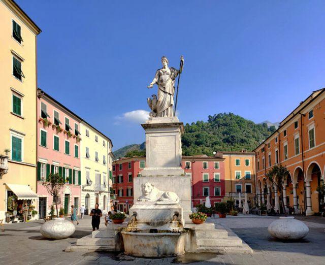 Piazza Alberica è la piazza più bella di Carrara
