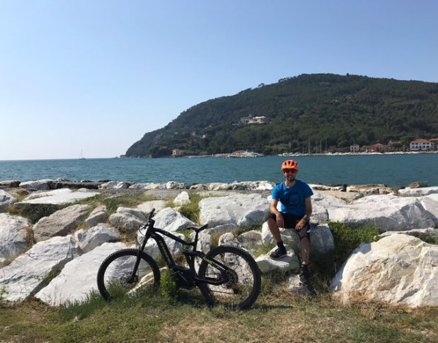 L'Associazione Terre di Luni ad Ameglia (SP) organizza tour in e-bike