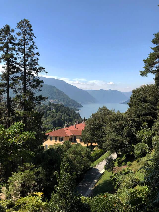 Villa Serbelloni è una villa storica sul promontorio di Bellagio immersa nel parco