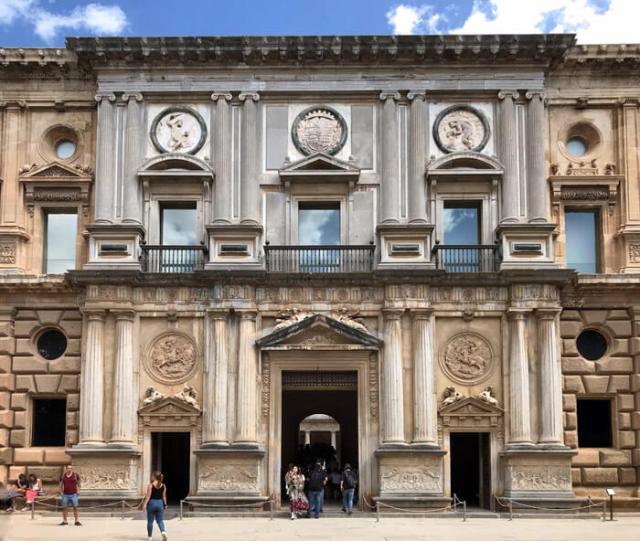 Il Palazzo di Carlo V è nell'Alhambra è in stile rinascimentale
