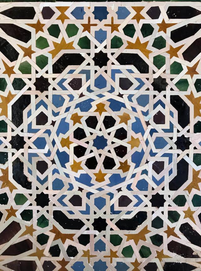 Gli azulejos dei Palazzi Nasridi dell'Alhambra sono coloratissimi