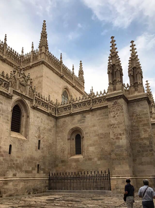 La Cattedrale di Granada all'esterno ha un aspetto gotico