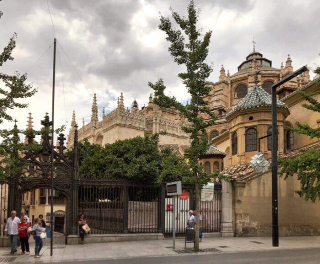 La Cattedrale di Granada vista dalla Gran Via