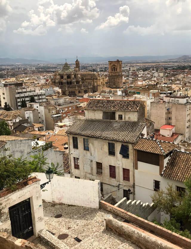 Il Mirador de la Lona ha una vista sulla città bassa e Cattedrale di Granada