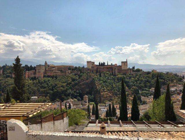 Il Mirador de San Nicolás dà il panorama più bello di Granada