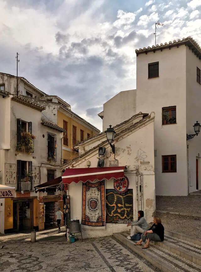 L'Albaicín è da visitare a Granada: è un quartiere affascinante!