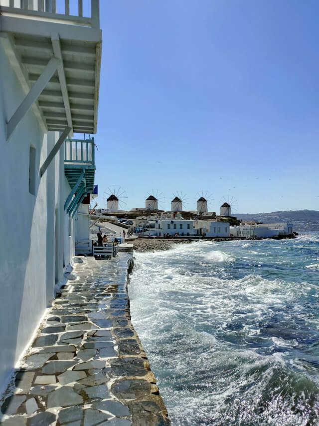 I mulini a vento sono il simbolo di Mykonos in Grecia