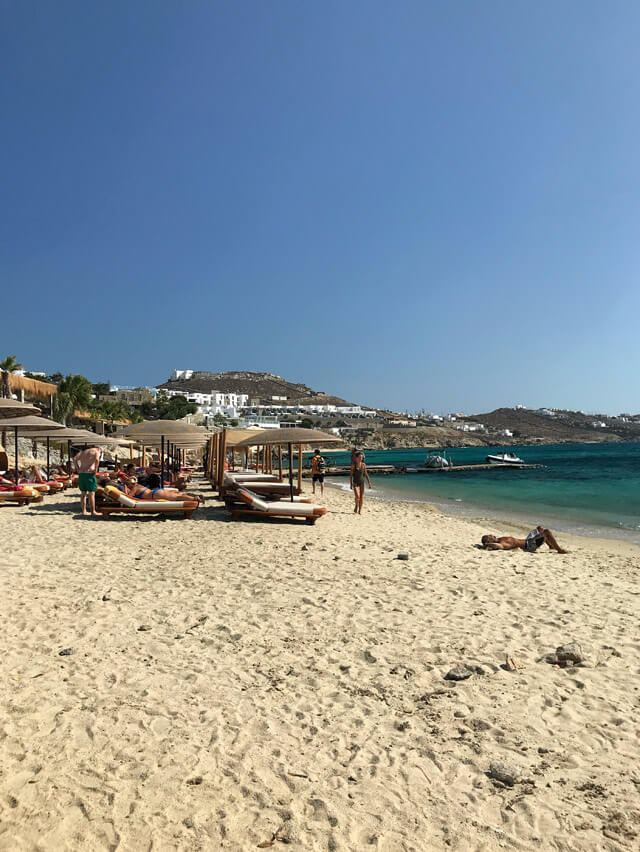 Spiaggia tranquilla a Mykonos? Agios Giannis riparata dal vento