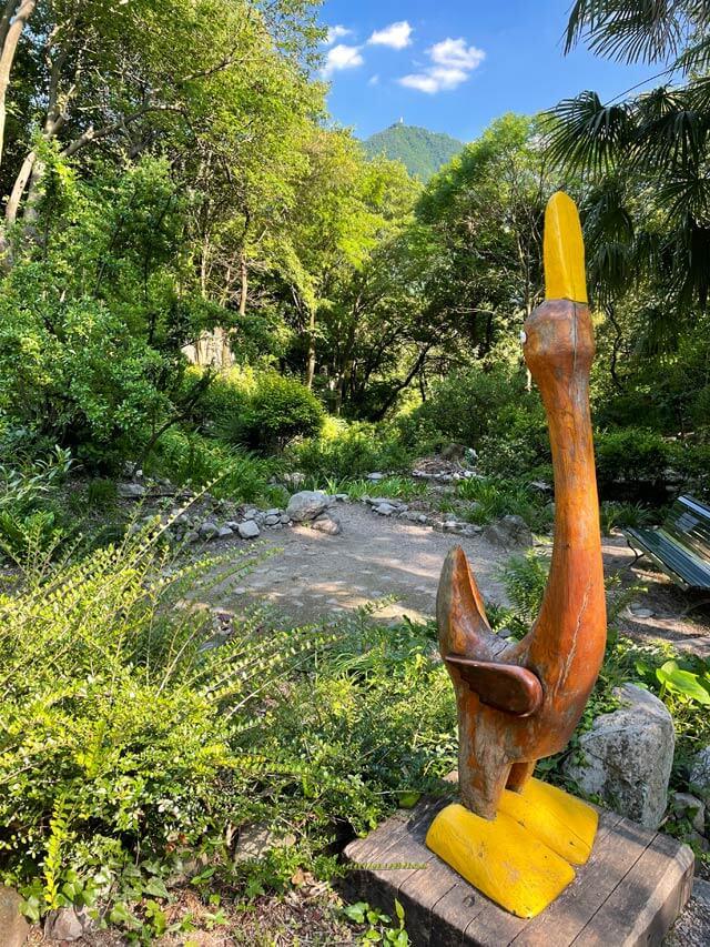 Il Giardino della Valle ha opere d'arte di Giò Arimini