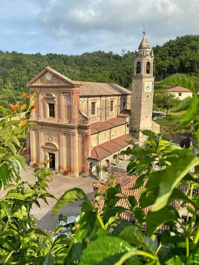 Da vedere a Camerana in Alta Langa c'è la chiesa settecentesca della Santissima Annunziata