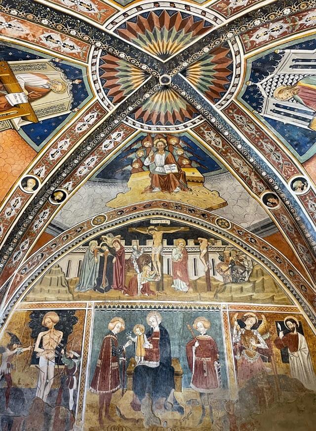 La Chiesa di San Fiorenzo a Bastia Mondovì ha bellissimi affreschi del 1472