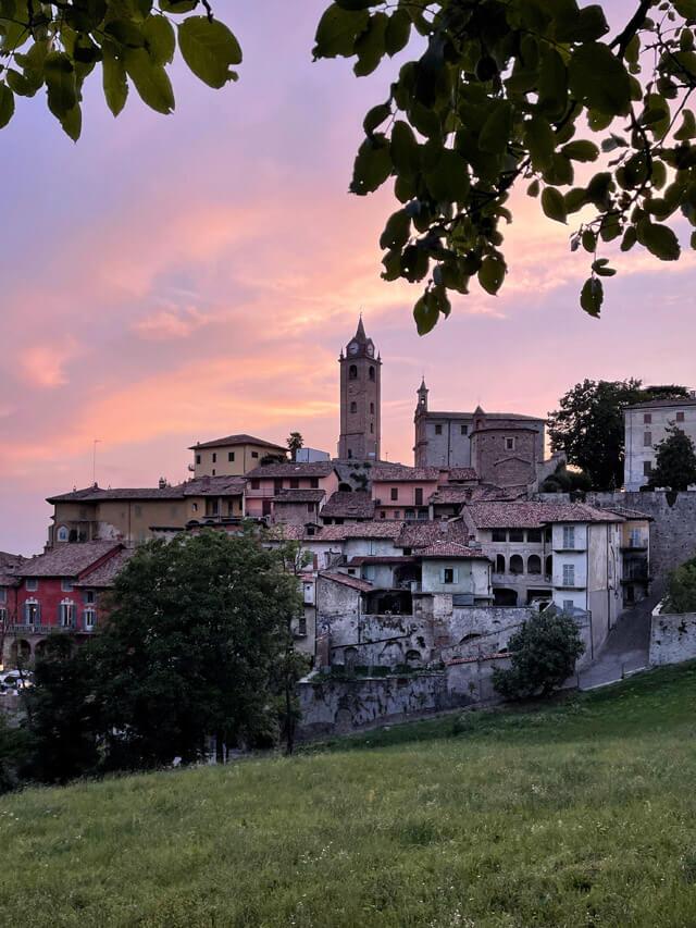 Tramonto a Monforte d'Alba, uno dei borghi più belli d'Italia