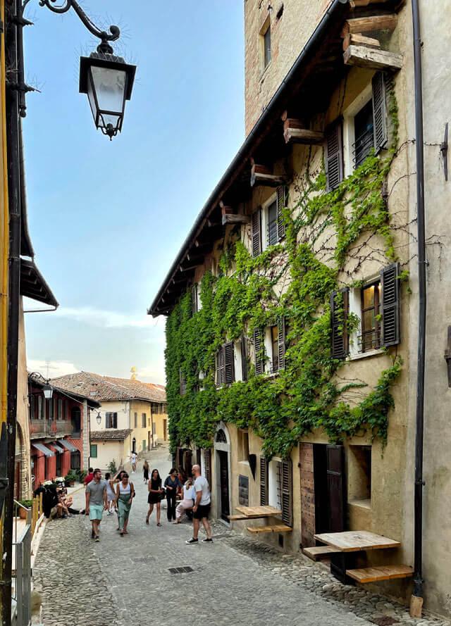 Monforte d'Alba è uno dei più belli d'Italia da vedere nelle Langhe