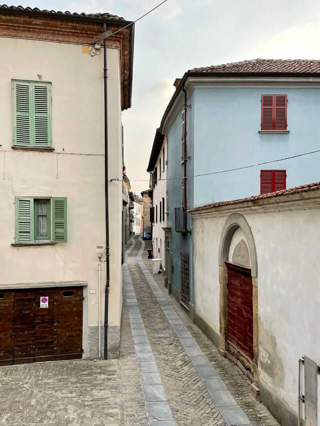 Santo Stefano Belbo è il paese natale di Cesare Pavese, nelle Langhe