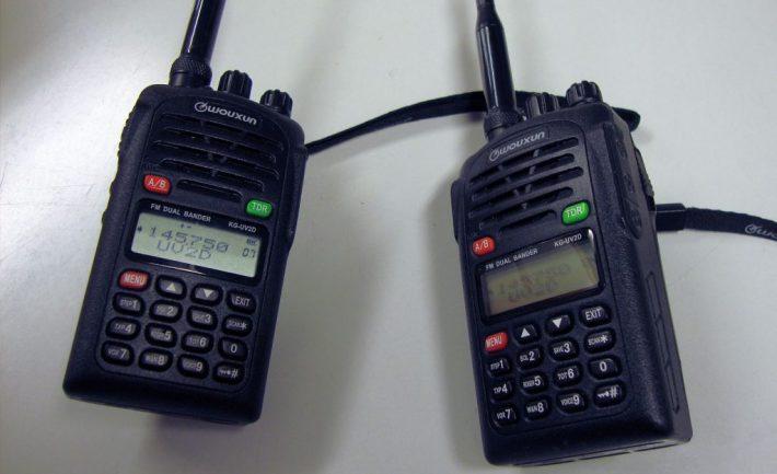 VHF-käsiradiot.