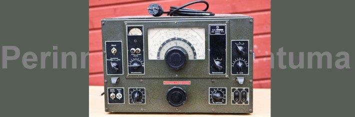 VRLK-vastaanotin 1940-luvulta. Radio tunnetaan myös lempinimellä Veera.