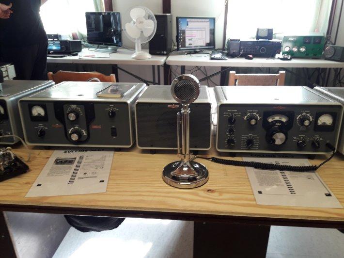 Vanha, suuri pöytämikrofoni.
