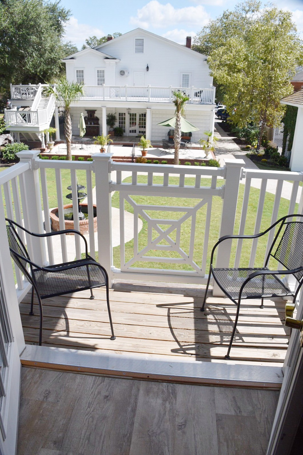 carriage house inn balcony
