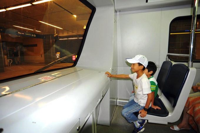 オリンピックを機につくられた無人のカナダラインは一番前の席に乗れるので子ども達にも大人気!