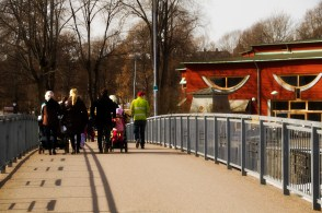 Through one of the many bridges and karlstadskih Museum on the right side
