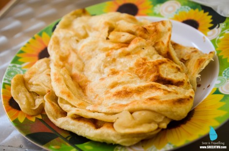 Breakfast at Sigiriya: Parotta & chicken curry