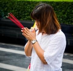 Image of praying at Erawan Shrine, Bangkok (11)