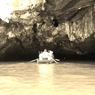 www.sreep.com 20160323_082339 Vietnam, Ninh Binh: Daytrip to the holy grottos of Ninh Binh & Trang An