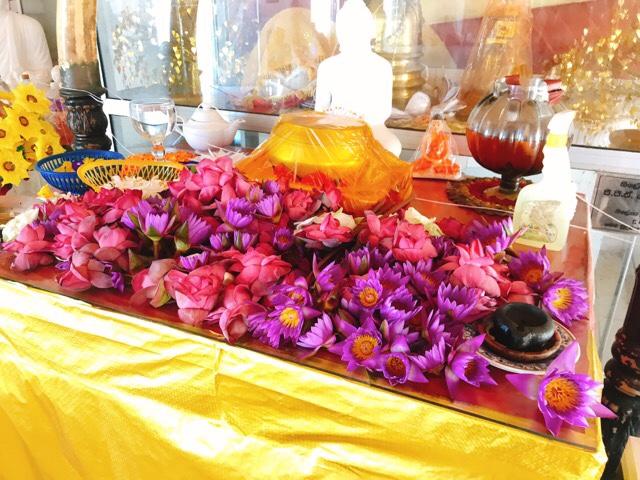 Sri Lanka Jasmine Tours & Drivers スリランカジャスミンツアーズ撮影。 マータラの寺院の祭壇