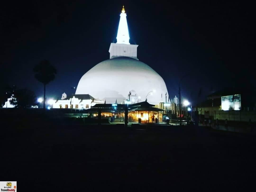 Ruwanwelisaya Dagoba night