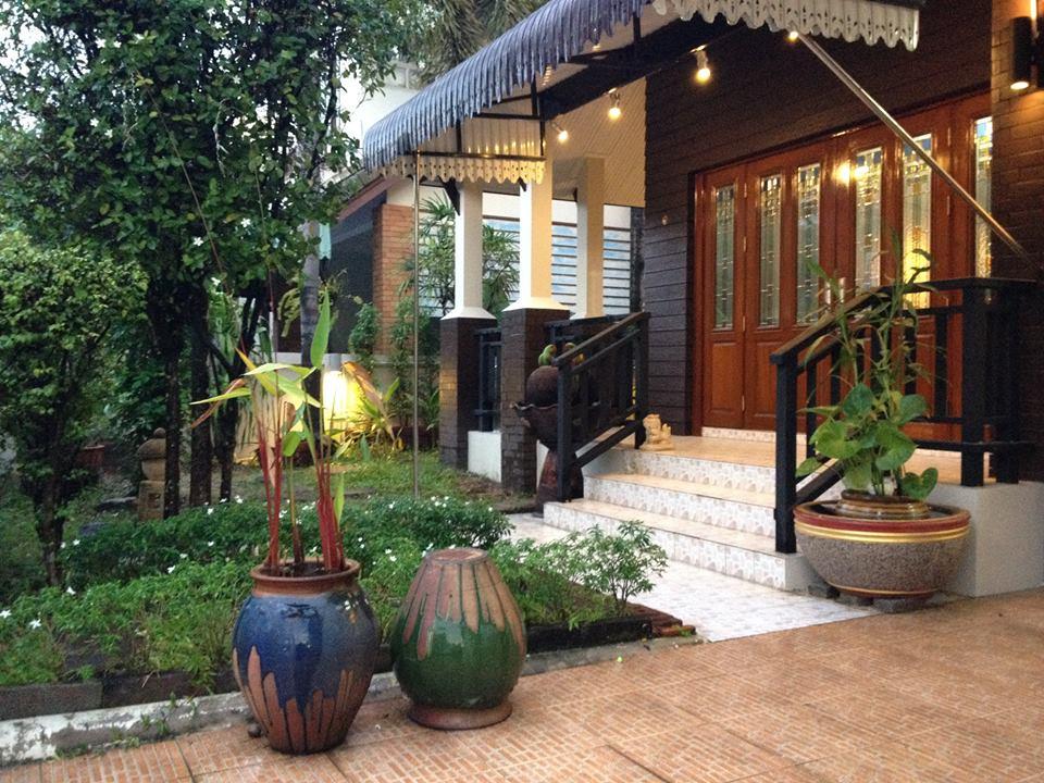 country home sriracha