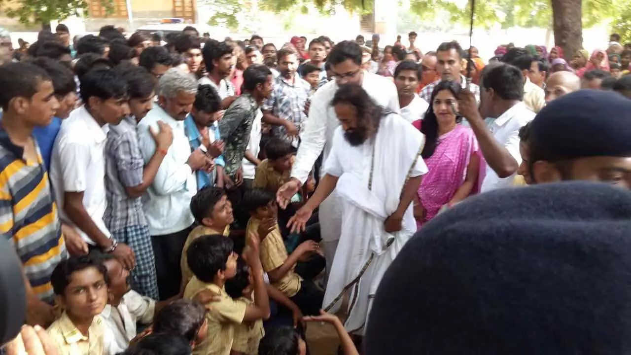 Sri Sri Ravi Shankar Meets Gujarat Flood Victims