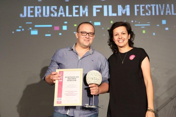 טלי שלום עזר והמפיק אלעד גביש, מקבלים את פרס הסרט הטוב ביותר בפסטיבל ירושלים (צילום: ניר שאנני)