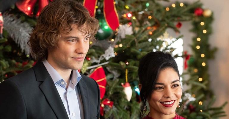 ״אביר לחג״ ו״קלאוס״, סקירת חג מולד כפולה