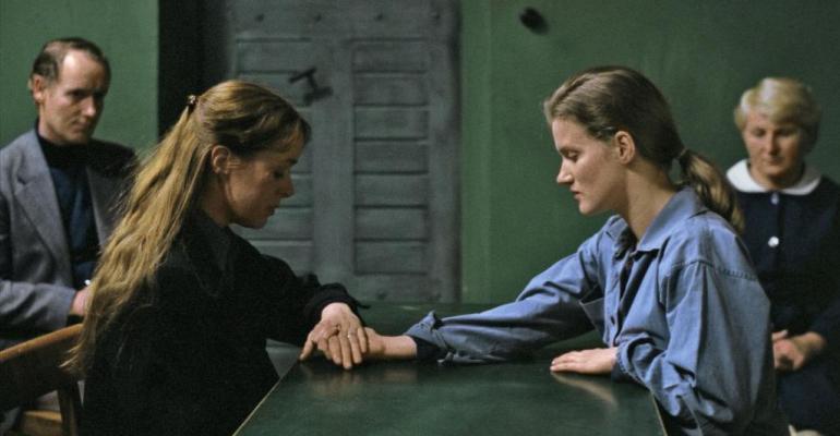 על סרטה של מרגרטה פון טרוטה: ״שתי אחיות גרמניות״