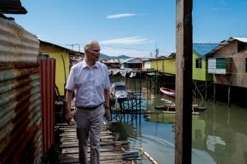 The Special Rapporteur visits Kampung Numbak in Sabah. © Bassam Khawaja 2019