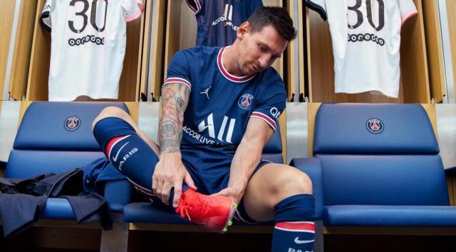 Messi starts training with Paris Saint-Germain