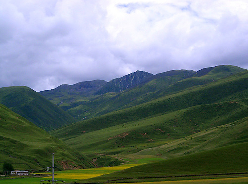Expectations of rain in high altitude mountainous area in Tibet Gharze