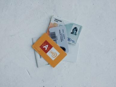 Overbodig veel kaarten. Want ambtenaren houden van overbodige zaken.