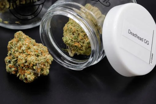 deadhead og in remedy glass container