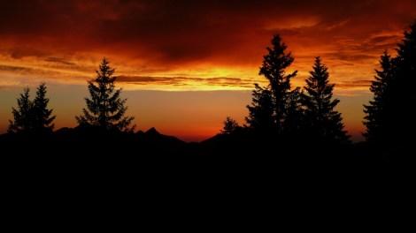 Wie bei einem guten Beziehungsstreit: Die Sonne nach dem Sturm - in diesem Fall über der Vorderkaiserfeldenhütte