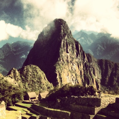 Überlaufen, teuer und abgedroschen: Sagt was Ihr wollt über Machu Picchu, aber wenn die Sonne am Morgen durch die Wolken bricht, ist dieser Ort einfach magisch