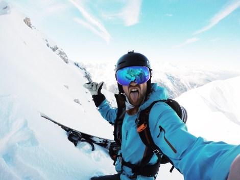 Fischkopprider, gebürtiger Hamburger und Wahl-Innsbrucker Nicolas Metz ist jetzt mit einer eigenen Snowboard- und Skibrillenkollektion am Start (Foto: Nicolas Metz / DELAYON Eyewear)