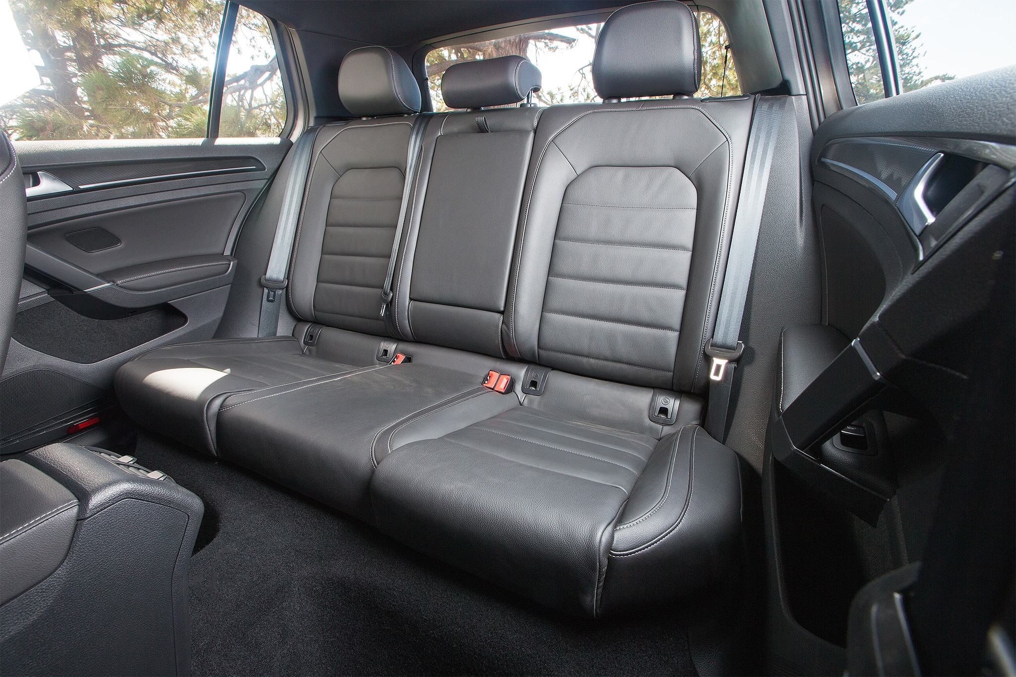 2016 Volkswagen Golf R rear seat